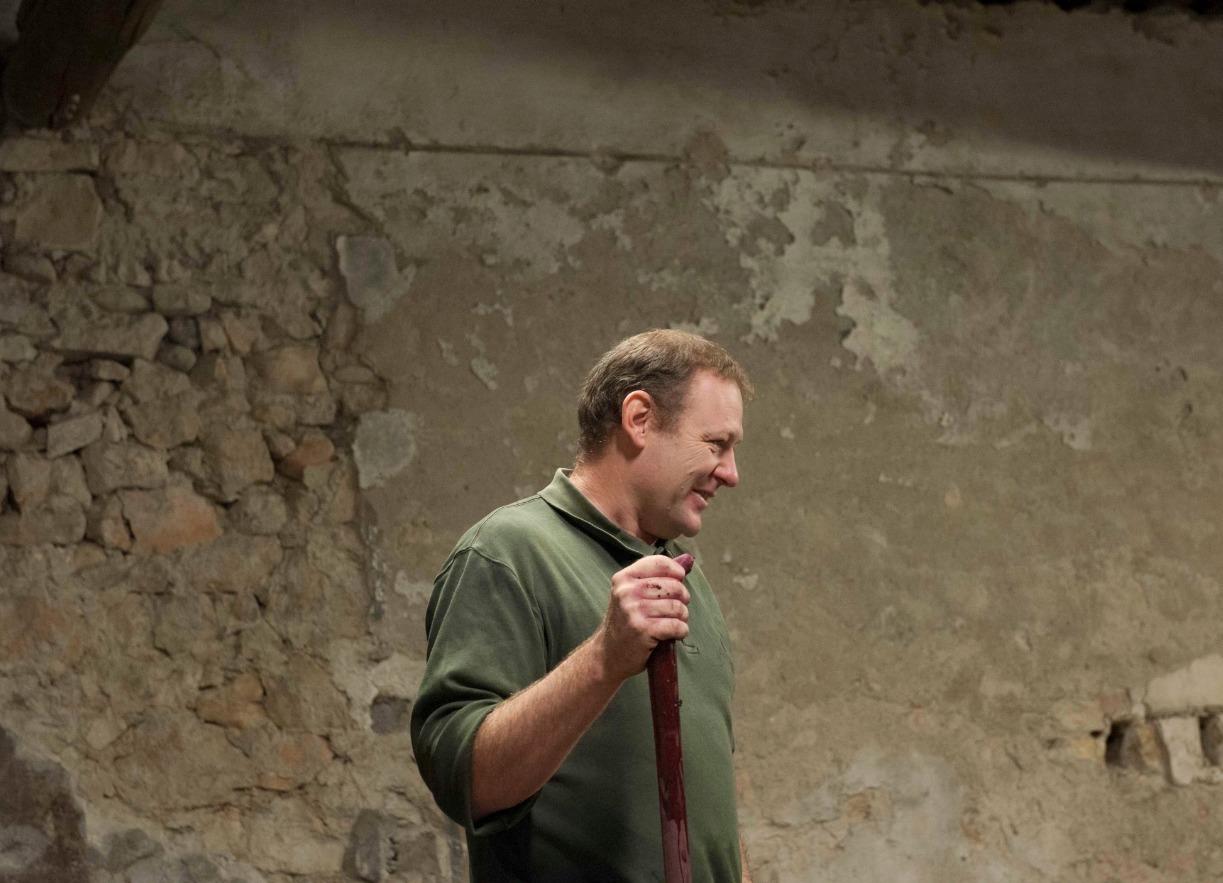 Benoit Braujou dans sa cave